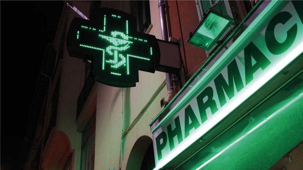 fabrication et la pose de votre enseigne lumineuse de pharmacie à Toulouse