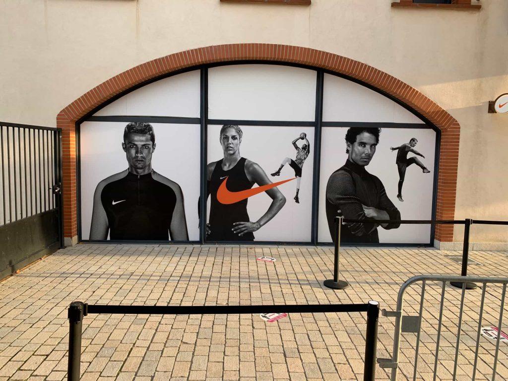 Pose devanture magasin Nike